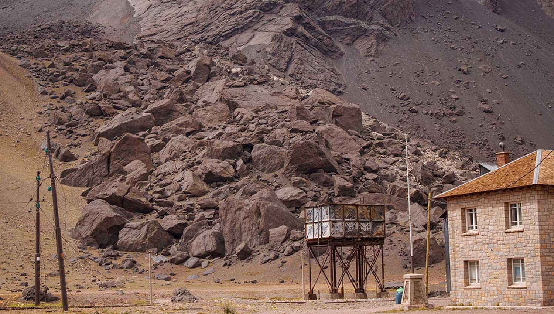 Регионы реагируют на опасность схода лавин и оползней с помощью электронных сирен