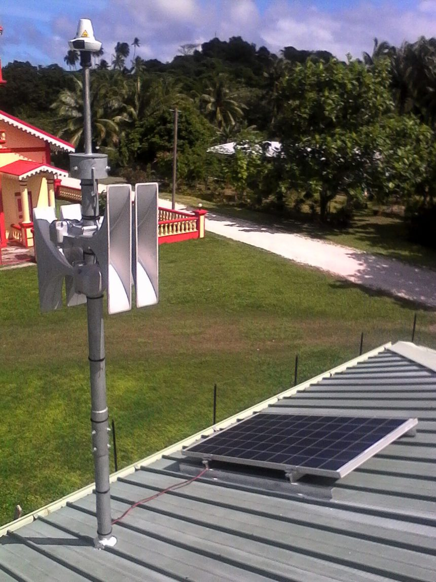 Installation of Telegrafia's tsunami siren in the Pacific island of Maiao